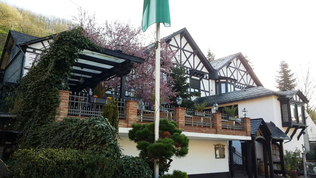 Weinhaus Sinz in Wiesbaden/Frauenstein: unspektakuläre Hausmannskost für die Saumagen-Fraktion in gediegener Atmosphäre