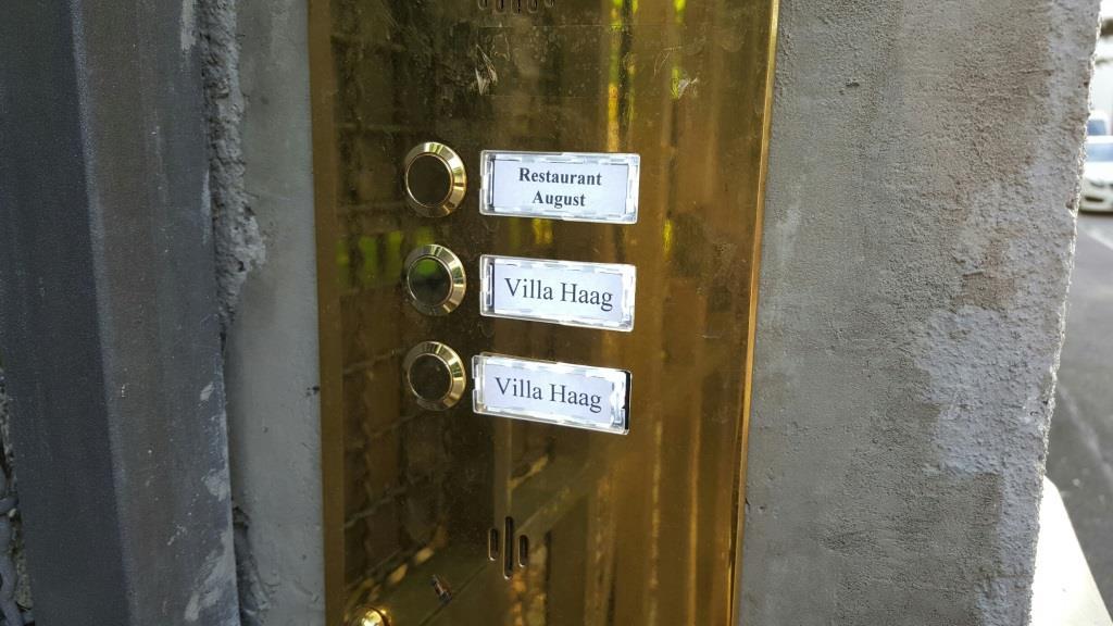 So langsam scheint der neue August in der alten Villa in der Johannes-Haag-Straße Gestalt anzunehmen, aber außer dem Klingelschild sieht man äußerlich noch nix.