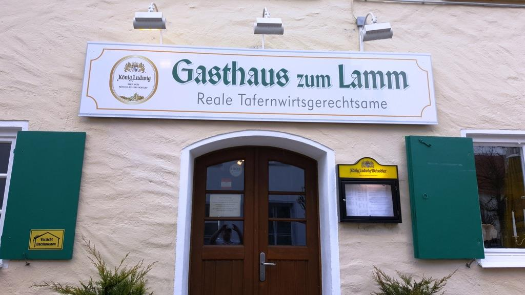 Was für ein Titel für eine Wirtschaft! Gesehen in Obergünzburg im Allgäu.