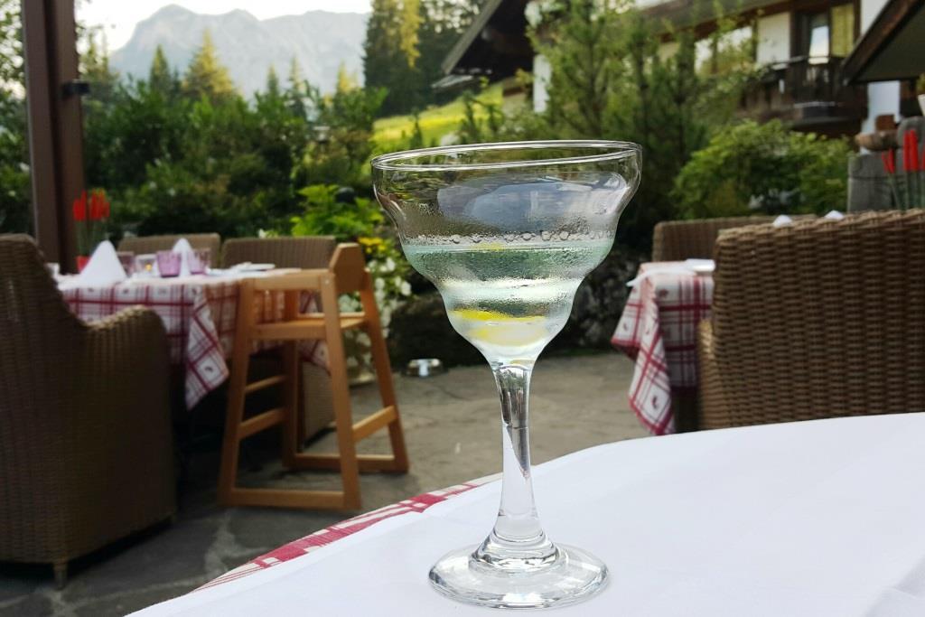 Zweiter Abend auf der Schlossanger Alp, und nachdem ich gestern doch etwas unglücklich dreinschaute, heute ein korrekter und ziemlich guter Martini Cocktail: tolles, lernfähiges, service-orientiertes Team hier!