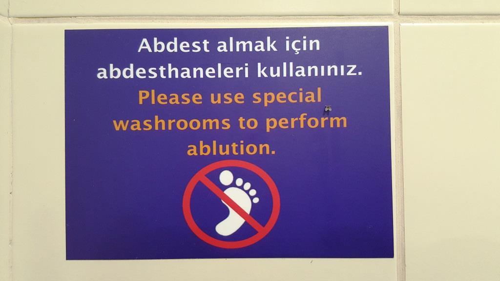 Fußwaschverbot am Flughafen … man lernt nie aus.