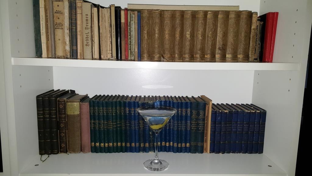 Heute mal ein Bildungsbürger-Tini mit den Goethe- und Schiller-Gesamtausgaben von Cotta von 1837 bzw. 1852. Bürger-gebildetes Wochenende wünsche ich
