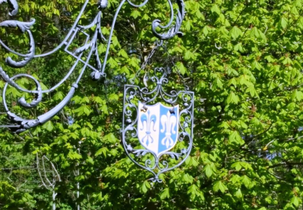 Die Knackwurst und das Herrengulasch: Schlossgaststätte Wellenburg