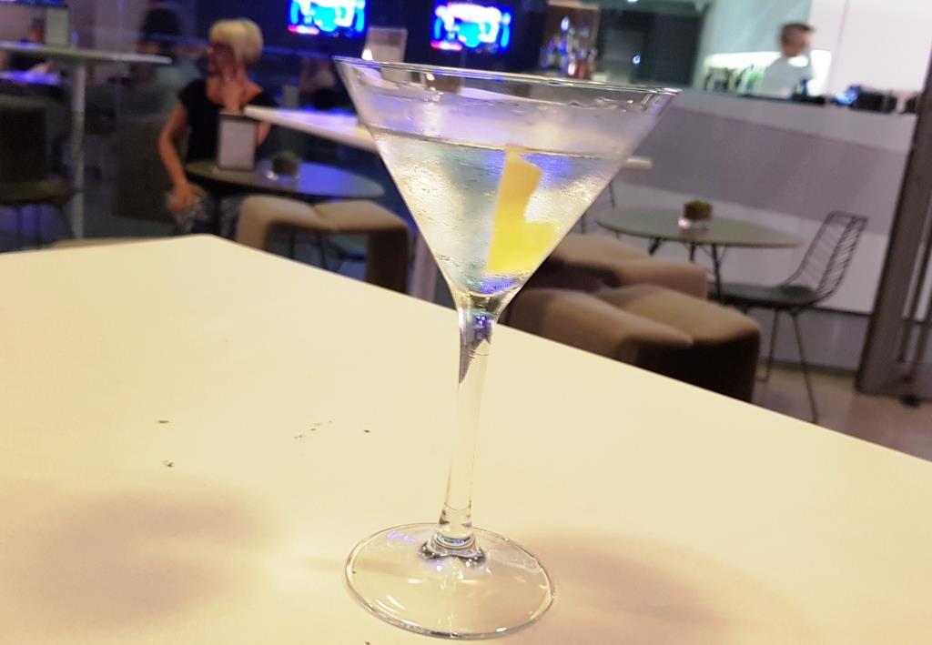 Kaum geht man vier Tage jeden Abend in's Waterbiscuit im Interconti in Malta zum Aperitif, und schon stellen die Gläser und #10 von sich aus in die Kühle …