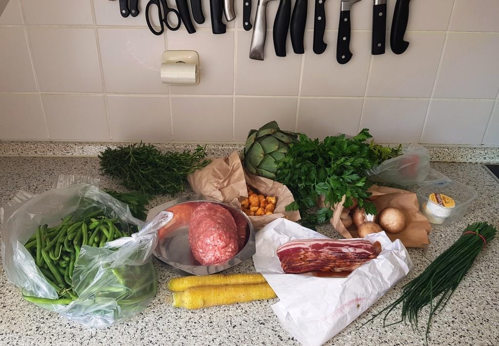 Ich für meinen Teil gehe jetzt mit meiner Beute von heute Morgen vom Stadtmarkt in die Küche …