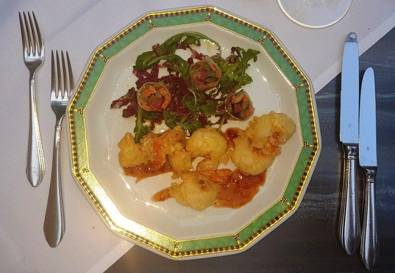Wild-Garnelen, Tempurateig, süße Chili-Sauce, Gemüseröllchen