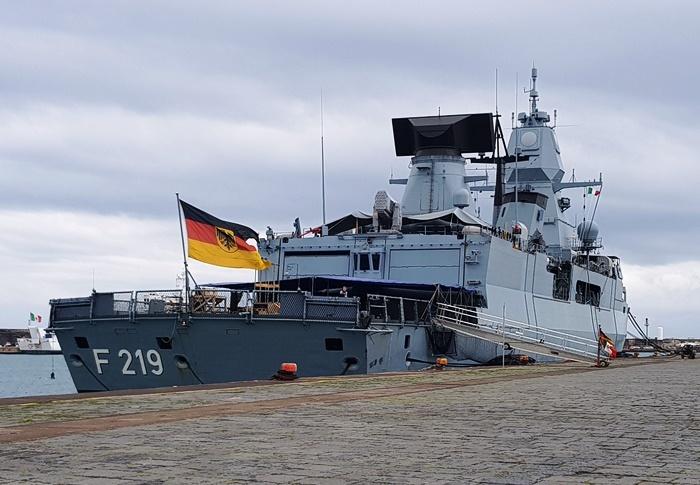 Catania, Hafen, Fregatte, Sachsen, Sizilien, Bundeswehr, Marine, Italien, Autofähre