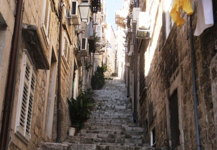 Syrakus, Genua, Murano, Split, Istanbul, Valetta, Estepona, Algier, Mittelmeer, Tourismus, Massentourismus, Altstadt