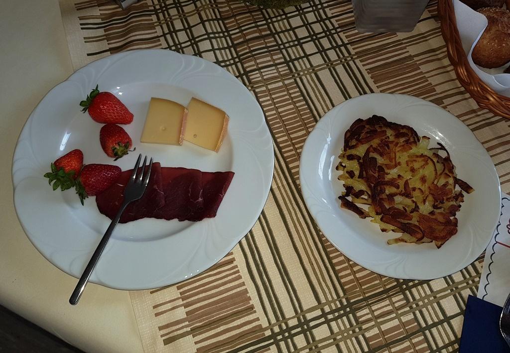 … und Rösti ungefragt zum Frühstück: ich liebe die Schweiz!