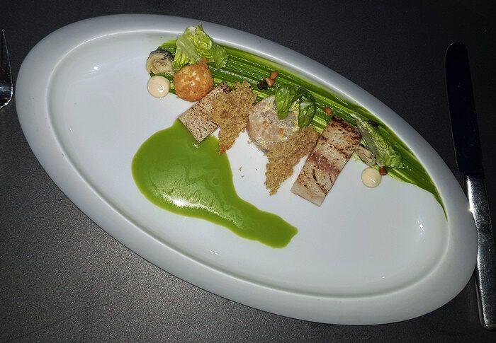 GELBSCHWANZ-MAKRELE, entsafteter Caesar Salat, Pinienkerne