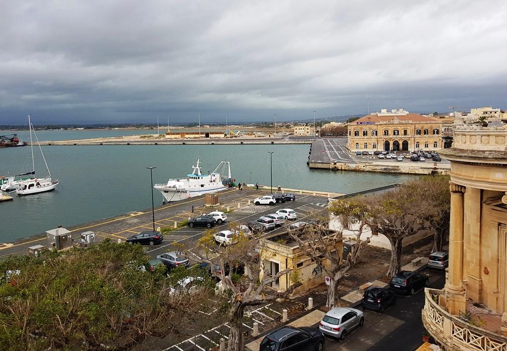"""Stadthotels auf Sizilien oder """"Aber wenn's schön wär, wären auch die Touristen hier, und dann wär's nicht mehr schön, das ist ja das Paradoxon."""" Teil 4: Syrakus"""