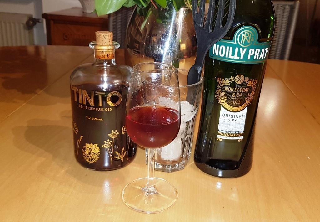 Improvisierter Martini aus Tinto Gin …