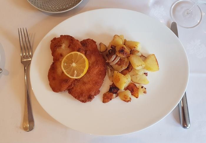 Stohschwein-Schnitzel mit Bratkartoffeln