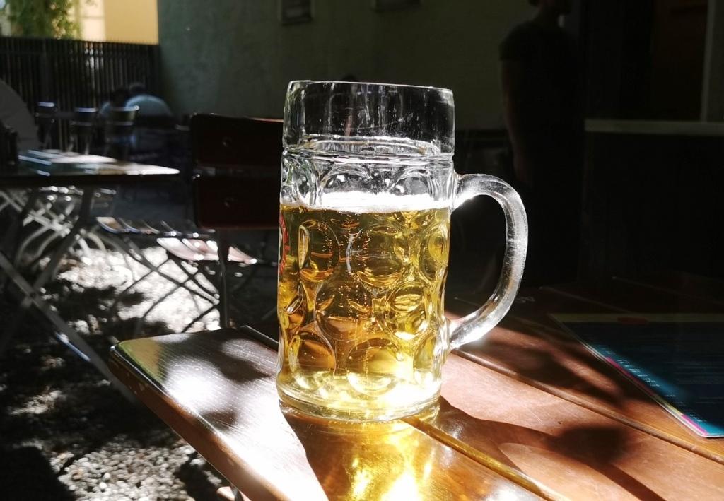 Bei dem Wetter darf man in Bayern auch im Biergarten arbeiten …