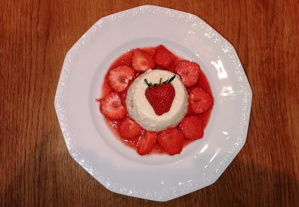 Grießflammerie mit Erdbeersauce