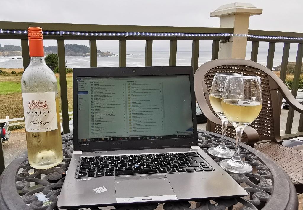 Es gibt so viele sinnvollere Plätze, seinen Laptop zum Schreiben aufzustellen, als im Büro …