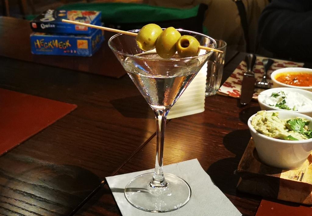 Irgendwo hört der Spaß auf: bei Oliven auf dem Martini zum Beispiel