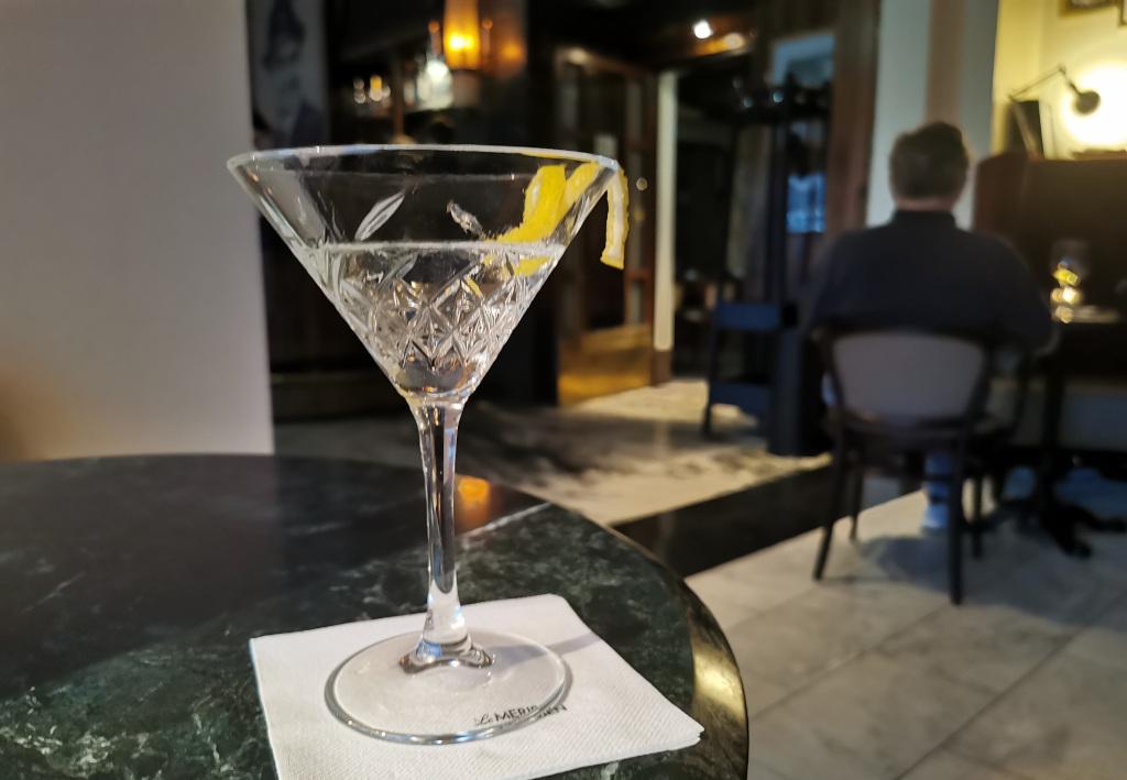 """Cheers aus der Atelier-Bar im Nürnberger """"Grand""""hotel"""