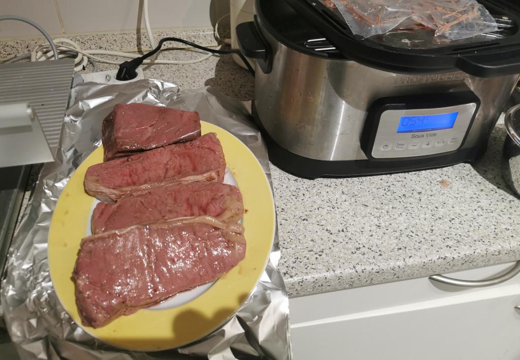 Steaks sous vide mit Pfeffersauce von getrocknetem Grünen Pfeffer